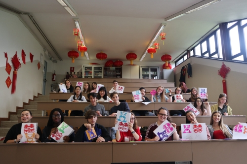 米兰尼孔子课堂的师生向四位老师表示了感谢.